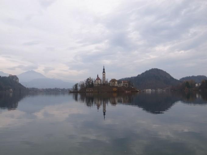 結婚記念日はスロベニアで!ブレッド湖でカモを見ながらのんびり